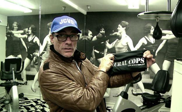 """JEAN-CLAUDE VAN DAMME CON EL LARGOMETRAJE """"RURAL COPS""""."""