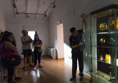 Visita guiada a la exposición de Artilugios para ilusionar de Miguel Herrero Herrero.